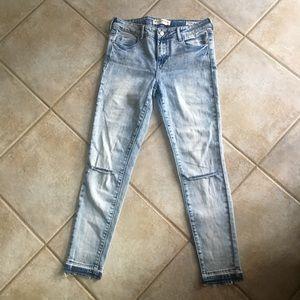 Bullhead Distressed Light Wash Ankle Jeans